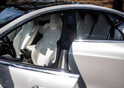 Tesla Model S - Places avant