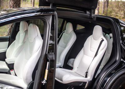Intérieur blanc d'une Tesla Model X